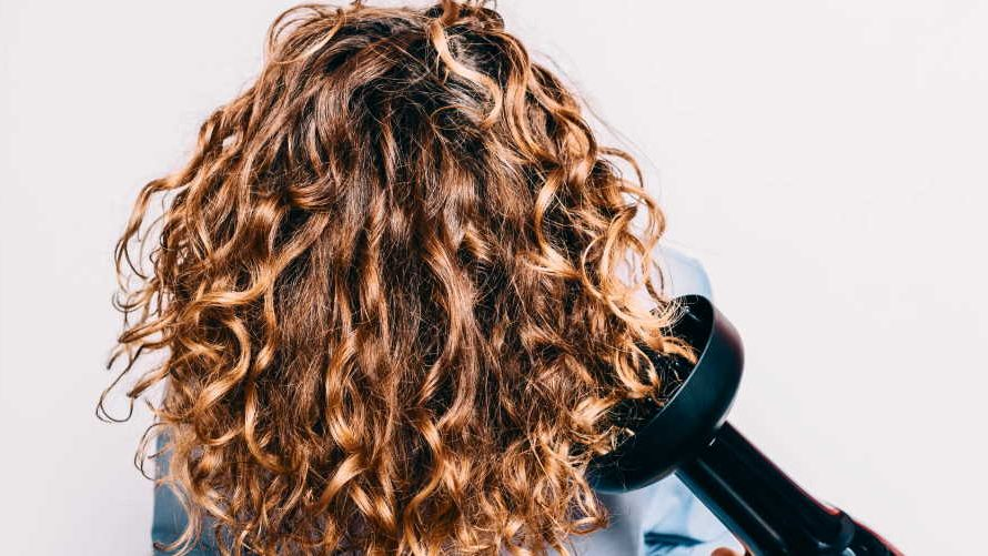 Is it better for curly hair to air dry or diffuse them?