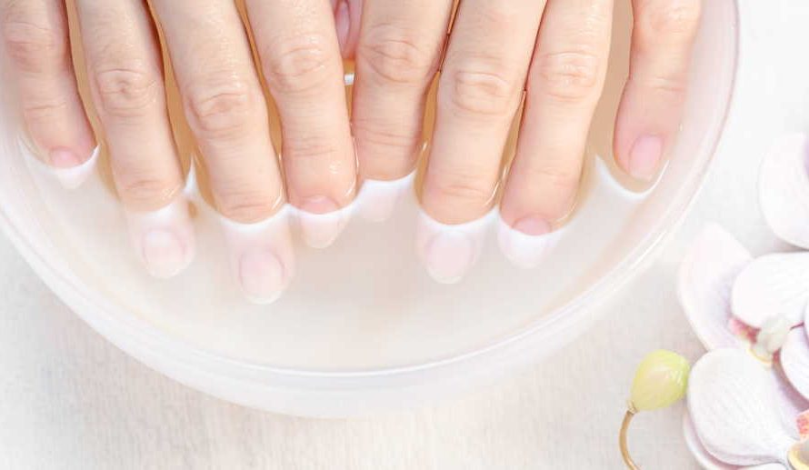 How can you make your nail polish last longer with the help of vinegar?