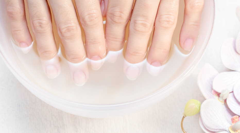 make the nail polish durable: